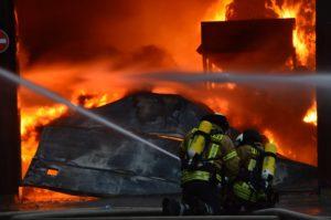 Brennende Lagerhalle Wiehagen 1
